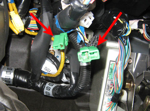 Mysterious Loose Green Connectors Hanging Under Dash 02